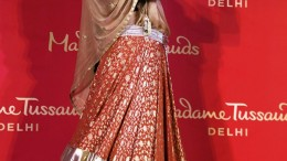 New Delhi: The newly unveiled wax-statue of legendary actress Madhubala at Madame Tussauds Delhi on Thursday. PTI Photo by Kamal Singh  (PTI8_10_2017_000111A)